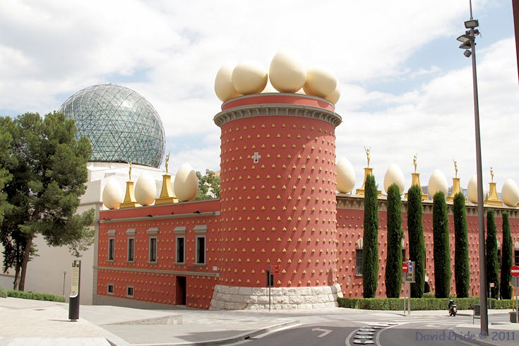 If you love art, especially surrealism, a trip to figueres is a must